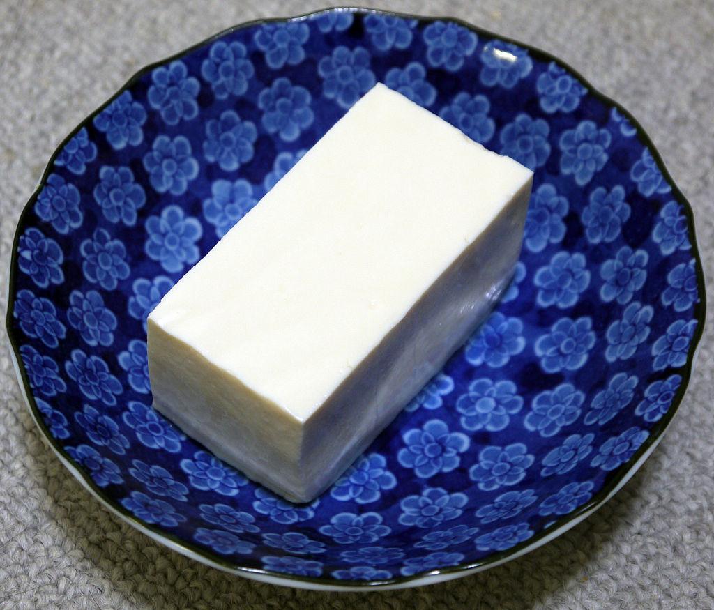 1024px-Japanese_SilkyTofu_(Kinugoshi_Tofu)